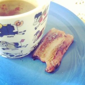 Café com óleo de coco e bacon: apenas emagrecendo.